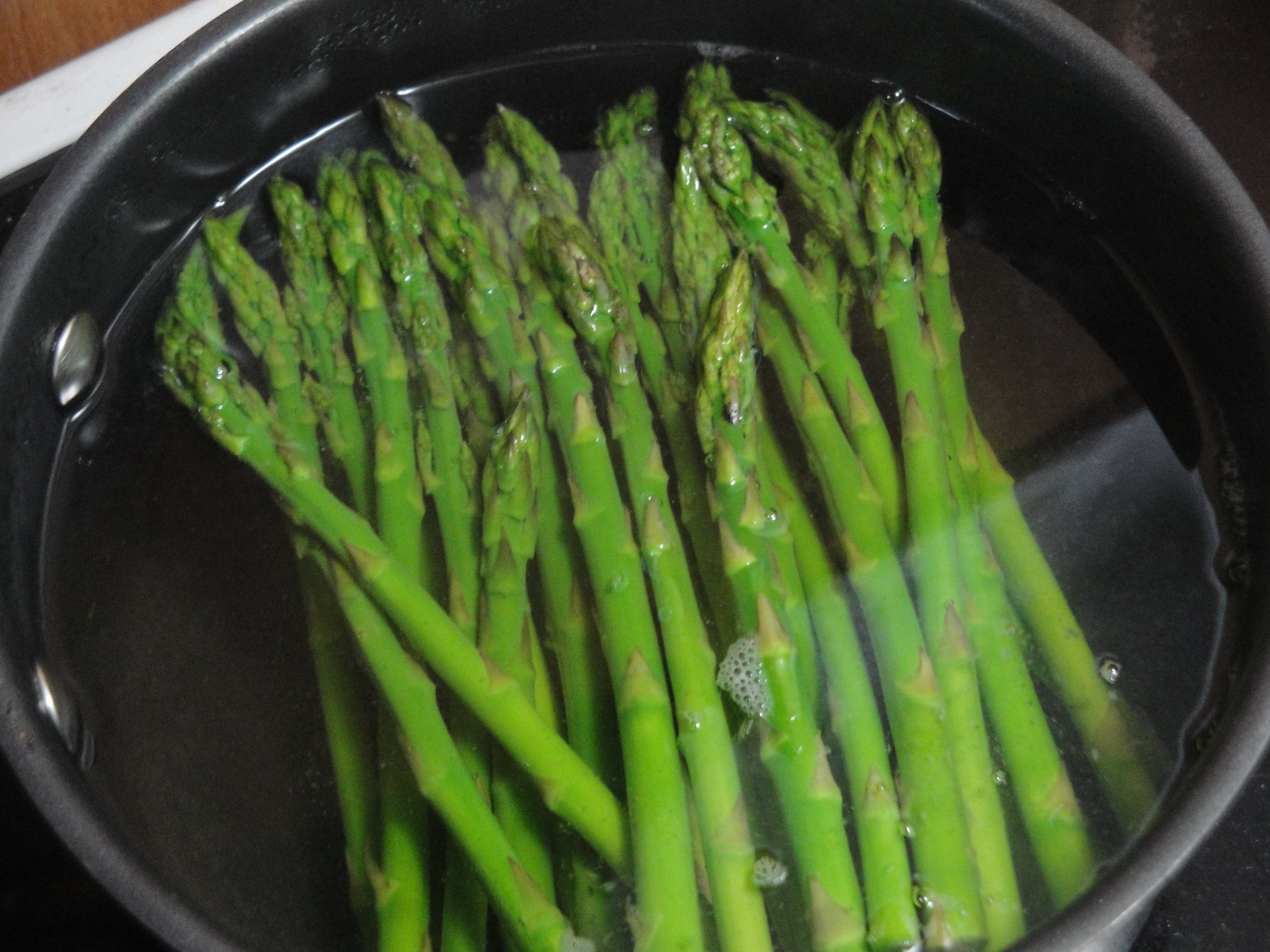 Heat A Large Skillet Over Mediumhigh Heat Add Olive Oil To Pan; Swirl To  Coat Add Asparagus; Cook 1 Minute